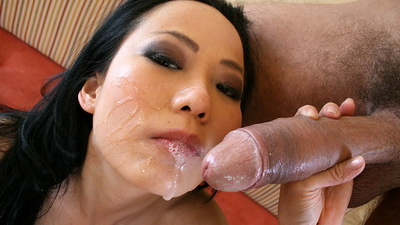Niya Yu receives big load on face